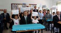 Amasya Valisi Salih Işık, Nihat Bayramoğlu İlkokulu'nda karne dağıttı.